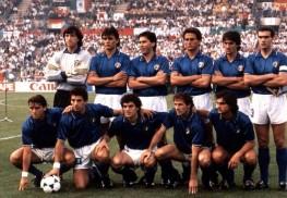 La formazione della nazionale italiana posa per i fotografi durante gli Europei '88 (10 giugno - 25 giugno 1988). Italia-Germania si incontrano nella fase a girone, 1-1 il risultato. ANSA